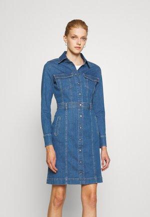 LUXE DRESS WATERFALL - Jeansklänning - mid blue