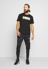 Puma - CELEBRATION GRAPHIC TEE - T-shirt imprimé - black - 1