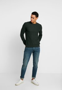 Esprit - HONEYCOMB - Trui - dark green - 1