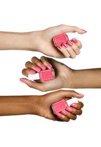 Essie - NAIL POLISH - Nail polish - 73 cute as a button - 2