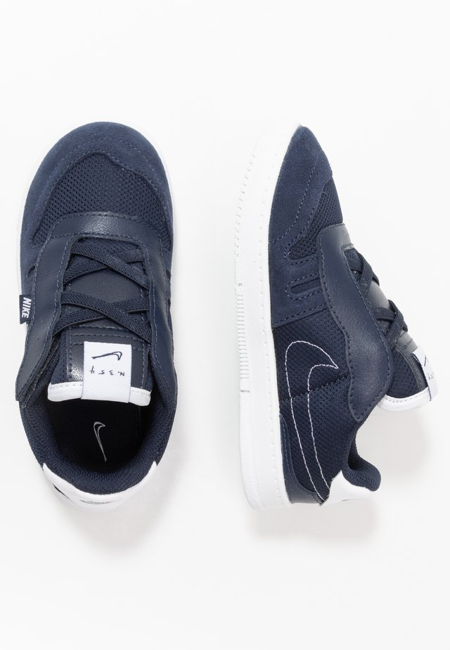 SQUASH TYPE - Trainers - obsidian/midnight navy/white