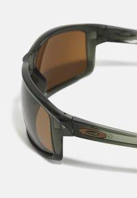 Oakley - GIBSTON UNISEX - Sunglasses - olive ink - 4