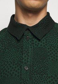 Henrik Vibskov - DOUBLE MIRROR SHOWERTILES - Shirt - black / dark green - 5