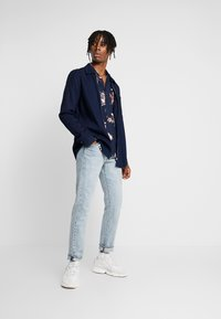 New Look - PROTEA FLORAL - Skjorter - navy