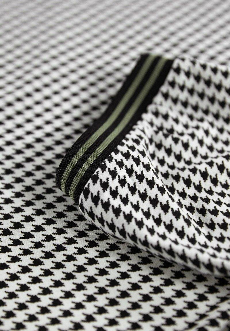 Garcia PIED-DE-POULE - T-Shirt print - grey/grau j9m7Xb