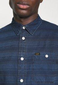 Lee - LEESURE SHIRT - Skjorta - washed blue - 5