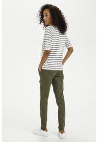 Kaffe - Print T-shirt - chalk/ grape leaf stripes - 2