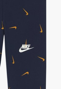 Nike Sportswear - FAVORITES - Legíny - obsidian/university gold - 2