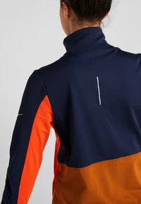 Nike Performance - REPEL TOP MIDLAYER - Bluza z polaru - obsidian/team orange/reflective silver - 8