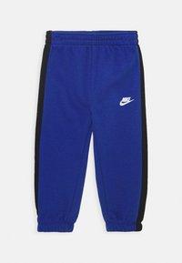 Nike Sportswear - OVERSIZED FUTURA CREW BABY SET - Tuta - game royal - 2