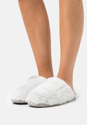 Slippers - ice