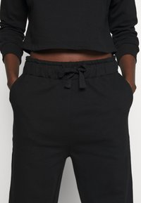 Anna Field - Basic lounge set - Pyjama set - black - 3