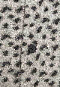 Topman - LEOPARD PRINT - Klasický kabát - grey - 6