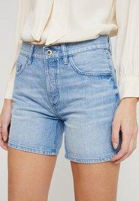 edc by Esprit - Jeans Shorts - blue light wash - 3