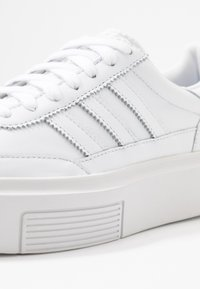 adidas Originals - SLEEK SUPER 72 - Zapatillas - footwear white/crystal white