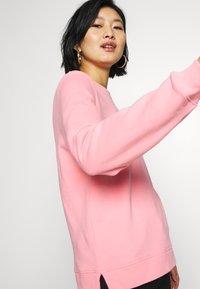 Tommy Hilfiger - CREW NECK - Sweatshirt - pink grapefruit - 3