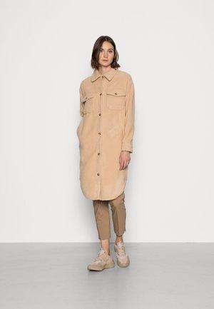 SC-TRINE 3 - Classic coat - camel