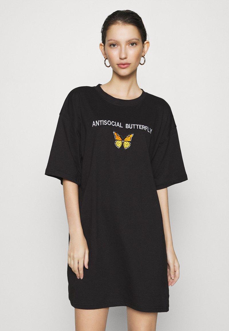 Missguided - DRESS ANTI BUTTERFLY - Žerzejové šaty - black