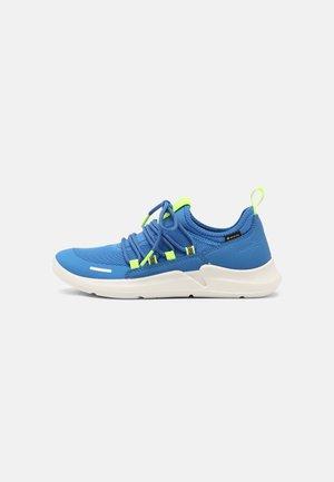 Tenisky - blau/gelb