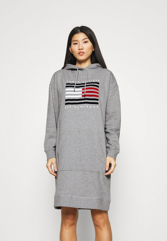 REGULAR FLAG HOODIE DRESS - Day dress - light grey heather