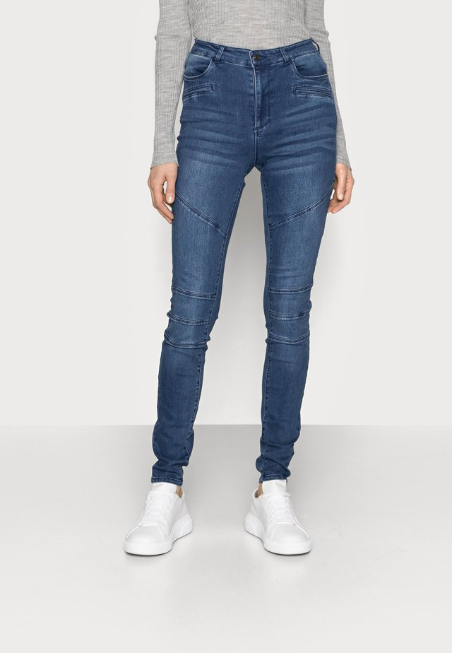 VMSOPHIA BIKER PANT - Skinny džíny - dark blue denim
