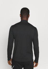 Nike Performance - T-shirt à manches longues - black/silver - 2