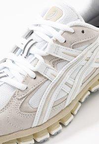 ASICS SportStyle - GEL-KAYANO 5 360 - Sneakers - white/cream - 2