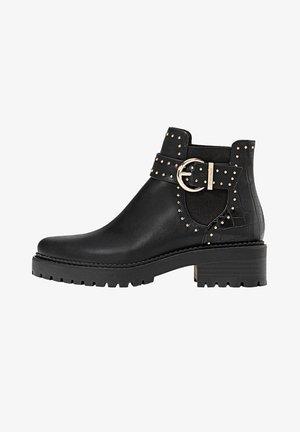 MIT NIETEN UND PROFILSOHLE - Boots à talons - black