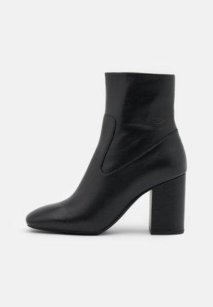 MARCELLA BOOTIE - Kotníkové boty - black