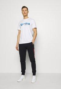 Napapijri - SOBAR GRAPHIC FT5 - Print T-shirt - white - 1