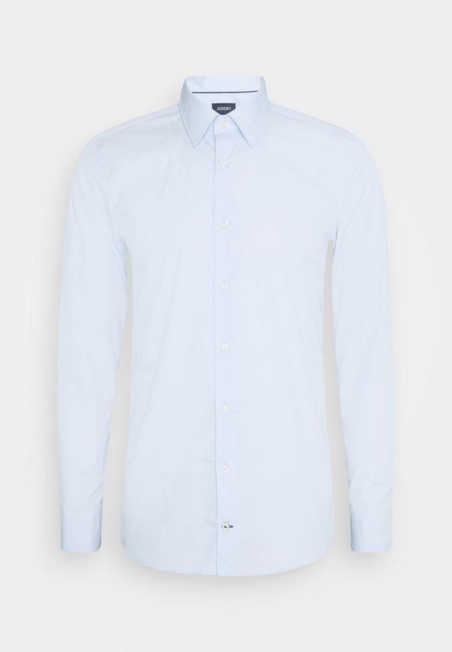 PIERRE - Camisa elegante - light blue