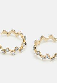 Pieces - PCZARI HOOP EARRINGS - Earrings - gold-coloured/clear - 2
