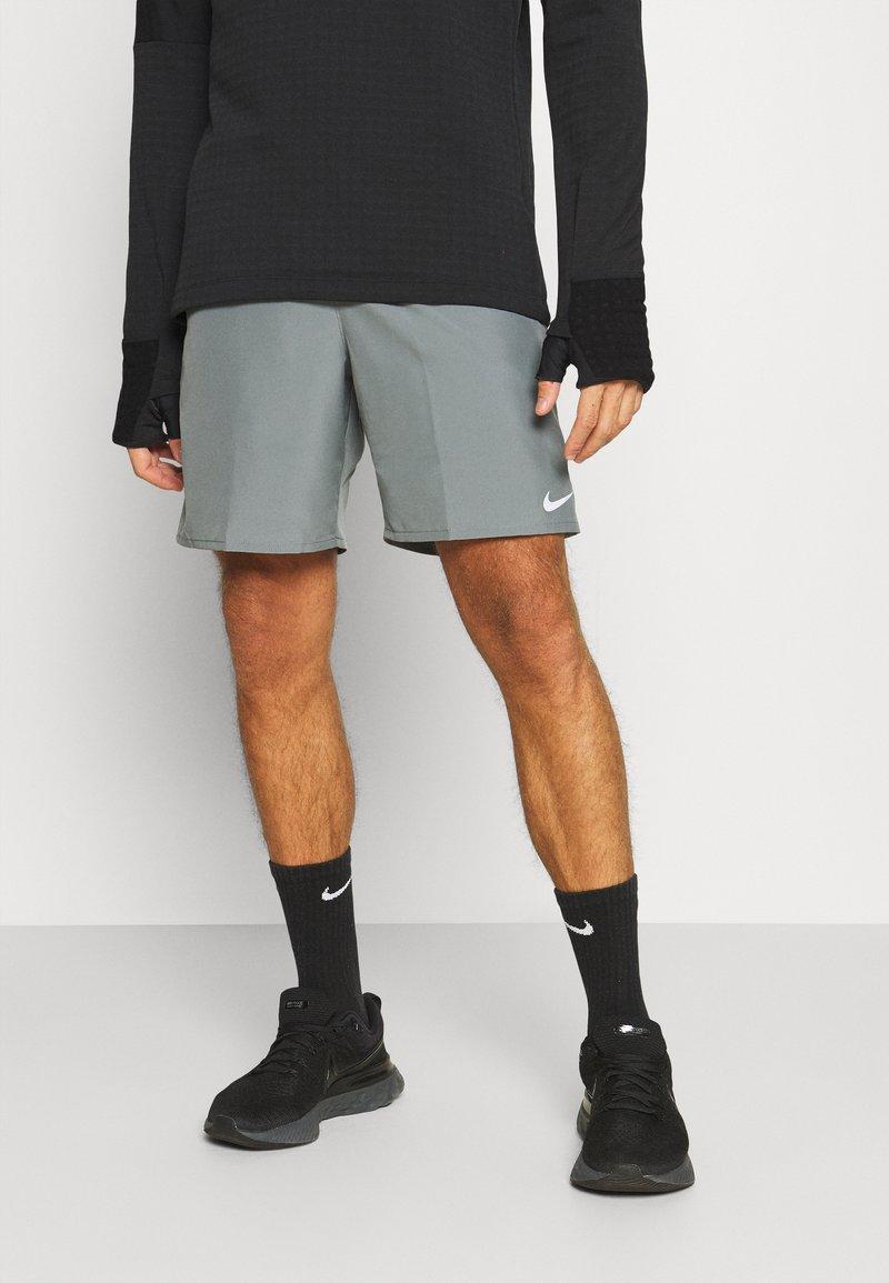 Nike Performance - RUN SHORT - Short de sport - smoke grey