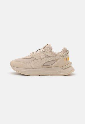 MIRAGE SPORT TONAL UNISEX - Sneakers - peyote/saffron