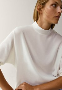 Massimo Dutti - MIT STEHKRAGEN - T-shirt à manches longues - beige - 4