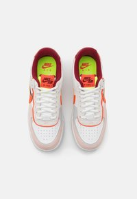 Nike Sportswear - AIR FORCE 1 SHADOW - Matalavartiset tennarit - team red/orange/orange pearl/volt - 5