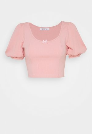 BOW FRONT SCOOP CROP WITH PUFF SHORT SLEEVES - Print T-shirt - peachy pink