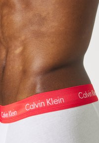 Calvin Klein Underwear - STRETCH LOW RISE TRUNK 3 PACK - Pants - white - 4