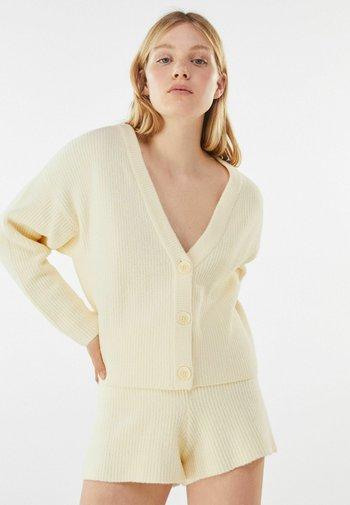KNÖPFEN - Cardigan - beige