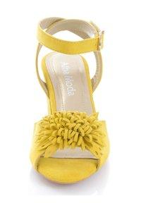 Alba Moda - Sandals - gelb - 7
