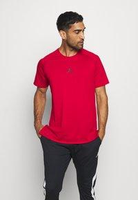 Jordan - AIR - T-shirt med print - gym red/black - 0