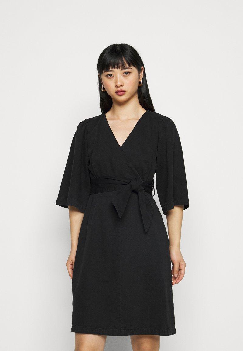 Vero Moda Petite - VMFAYE SHORT DRESS  - Day dress - black