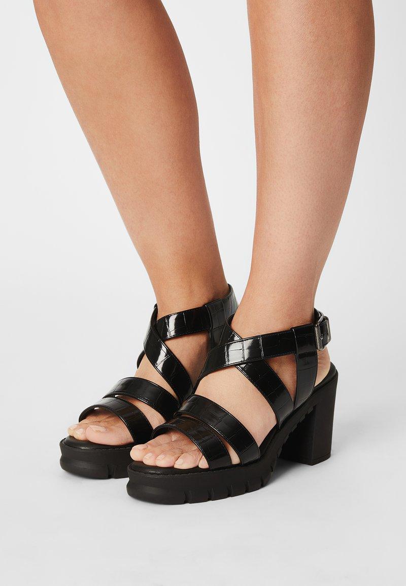 Buffalo - VEGAN RAGAN - Platform sandals - black
