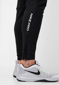 Nike Performance - PANT - Træningsbukser - black - 4
