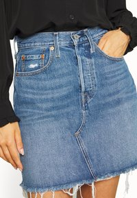 Levi's® - DECON ICONIC SKIRT - A-linjainen hame - stone blue denim - 3