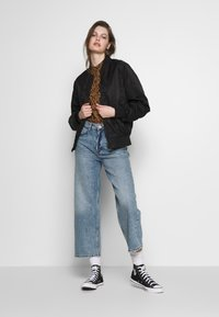 Monki - MOZIK - Relaxed fit jeans - blue - 1