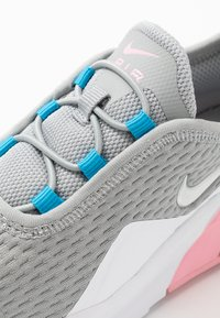 Nike Sportswear - AIR MAX MOTION 2 - Trainers - light smoke grey/metallic silver/pink/laser blue