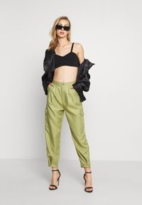 Missguided - BALLOON UTILITY TROUSERS - Trousers - khaki - 1