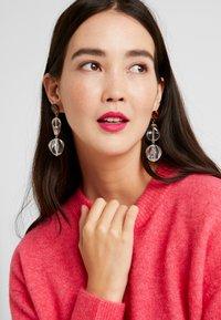 Pieces - Earrings - brown - 1