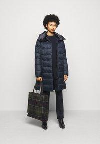 Barbour - TEASEL QUILT - Zimní kabát - dark navy - 1
